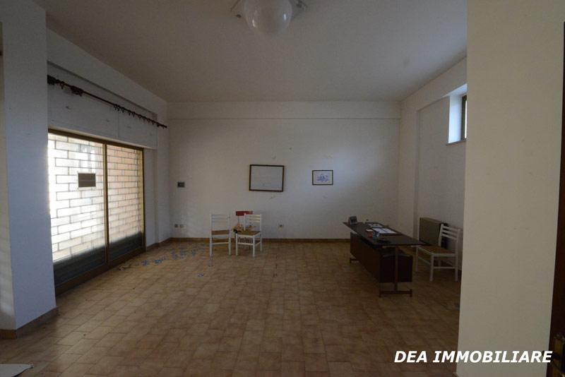 altra-foto-interni-locale-commerciale-avezzano