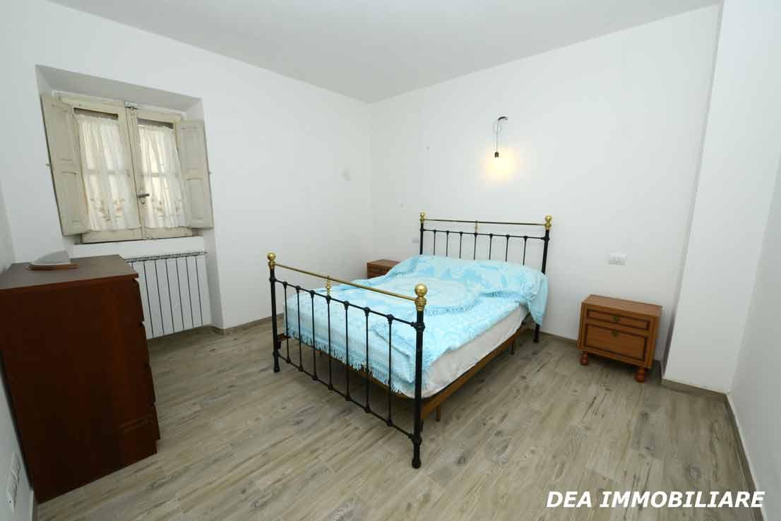 Ovindoli-Casa-indipendente-ristrutturata-in-vendita-camera-matrimoniale-primo-piano