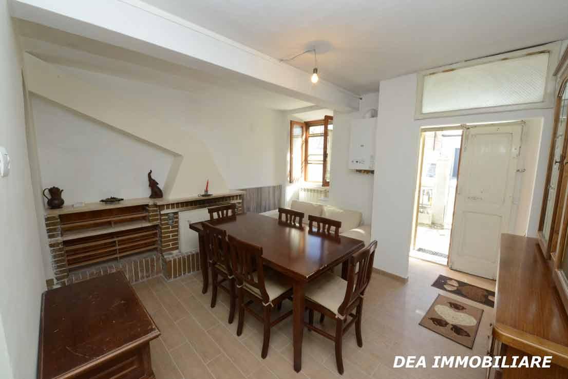 Ovindoli-Casa-indipendente-ristrutturata-in-vendita-soggiorno