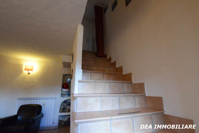 Ovindoli-centro-storico-casa-scala