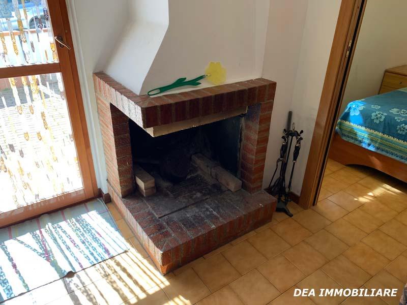 Foto-del-camino-appartamento-piano-terra-via-del-Ceraso