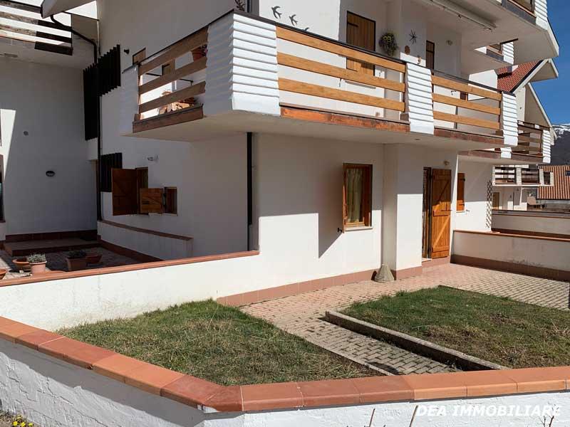 Vista-giardino-appartamento-piano-terra-via-del-Ceraso