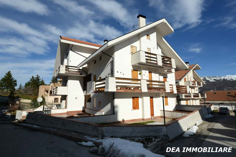 Esterno-palazzina-appartamento-piano-terra-via-del-Ceraso