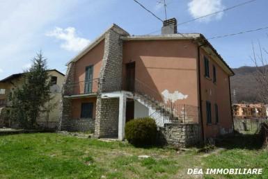 Rovere. Casa indipendente in vendita