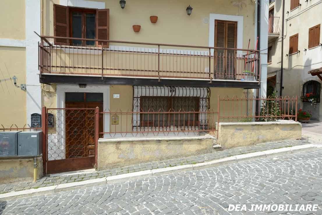 Foto-palazzina-appartamento-monolocale-via-della-fonte-Ovindoli