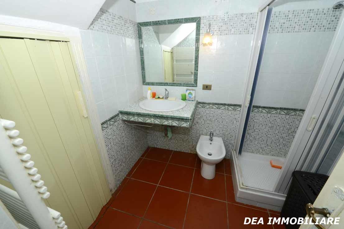 Servizio-con-doccia-appartamento-monolocale-via-della-fonte-Ovindoli