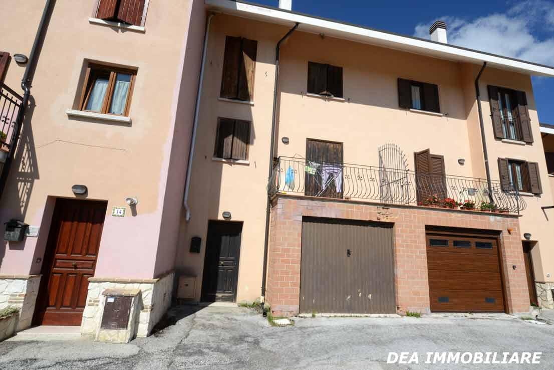 Ingresso-garage-del-villino-a-schiera-in-via-sirente-Ovindoli