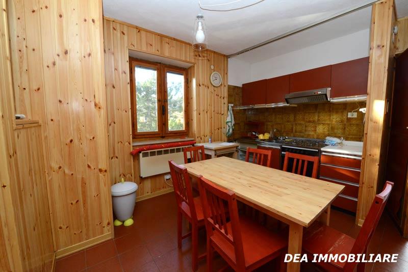 Angolo-cottura-appartamento-trilocale-residence-le-marmotte