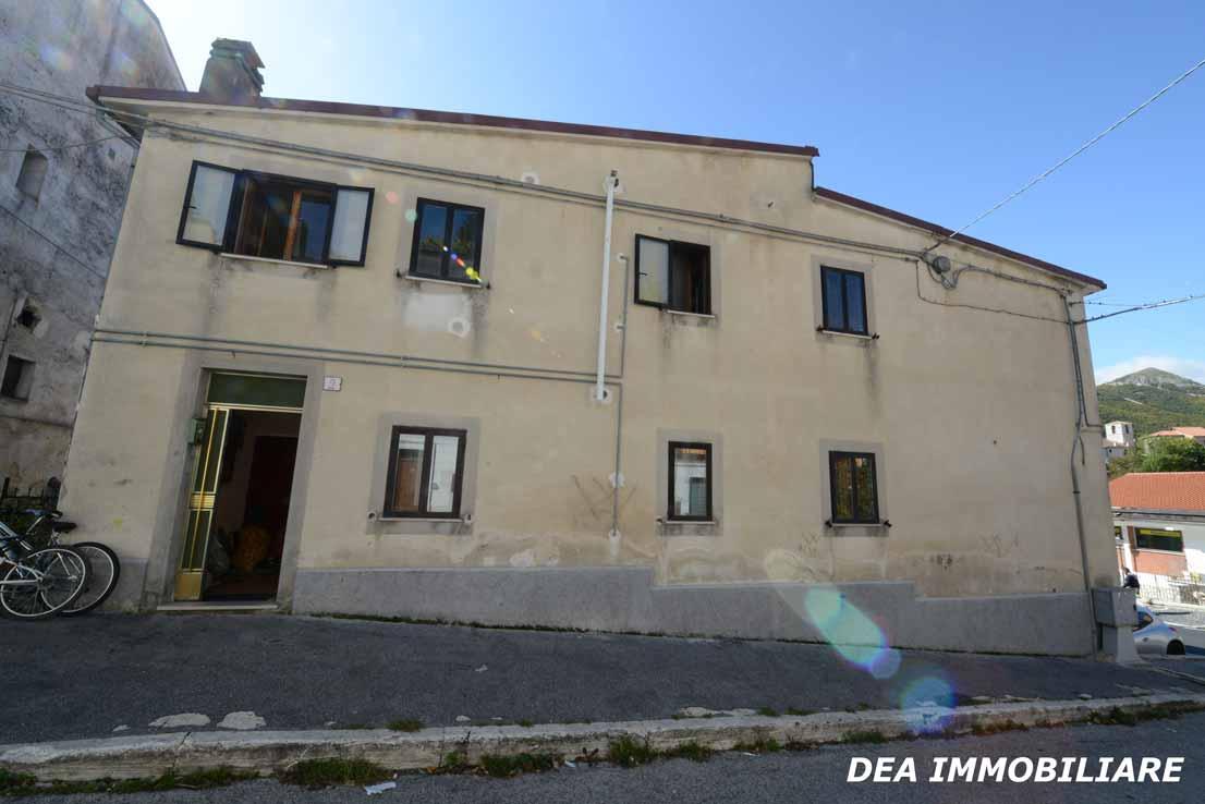 Facciata-principale-appartamento-piano-terra-via dante-alighieri-ovindoli