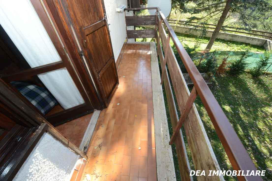 Balcone-camera-appartamento-primo-piano-residence-il-roccione-ovindoli