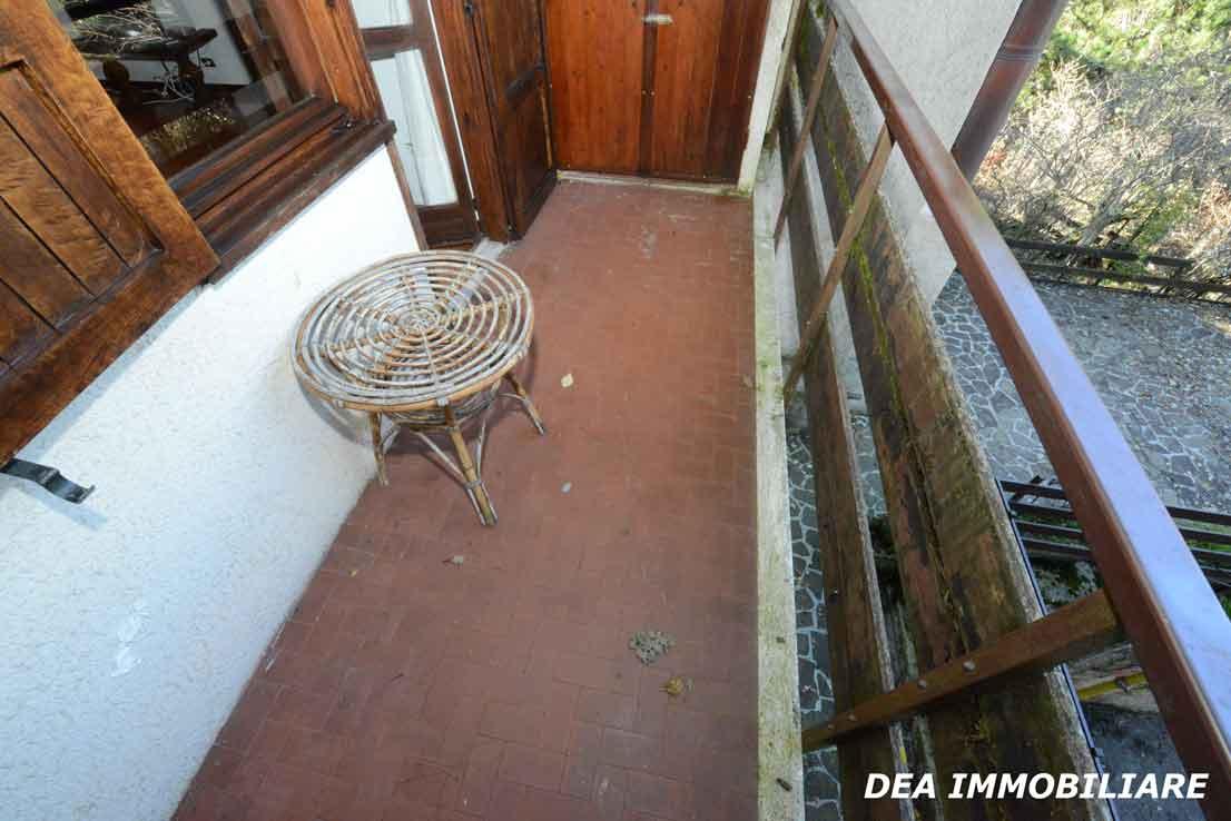 Balcone-soggiorno-appartamento-primo-piano-residence-il-roccione-ovindoli