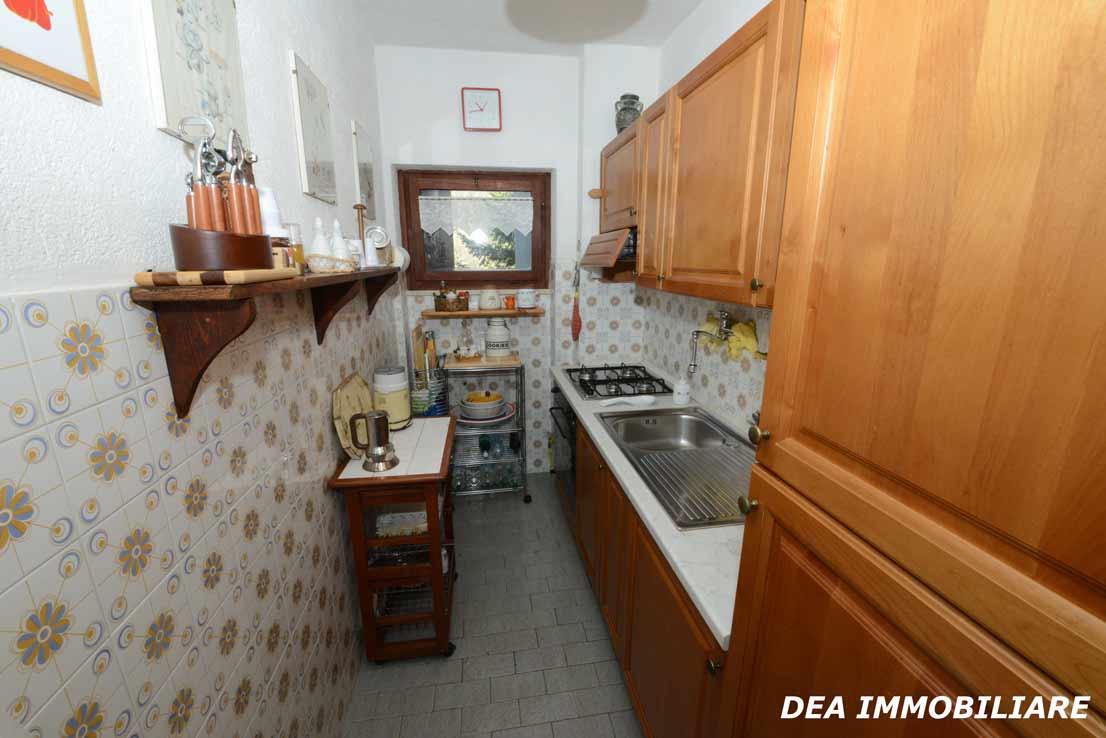 Cucina-appartamento-primo-piano-residence-il-roccione-ovindoli
