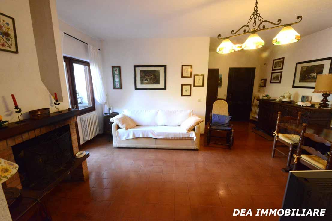 Soggiorno-appartamento-primo-piano-residence-il-roccione-ovindoli