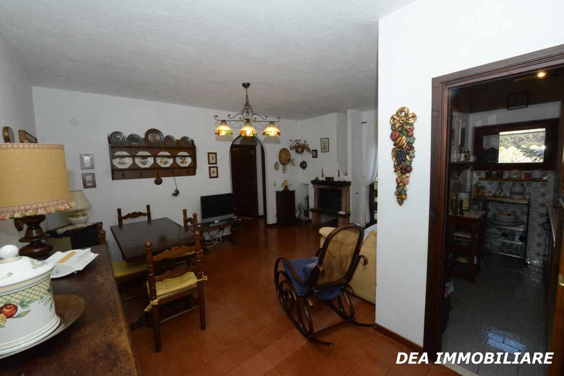 Ingresso-soggiorno-appartamento-primo-piano-residence-il-roccione-ovindoli