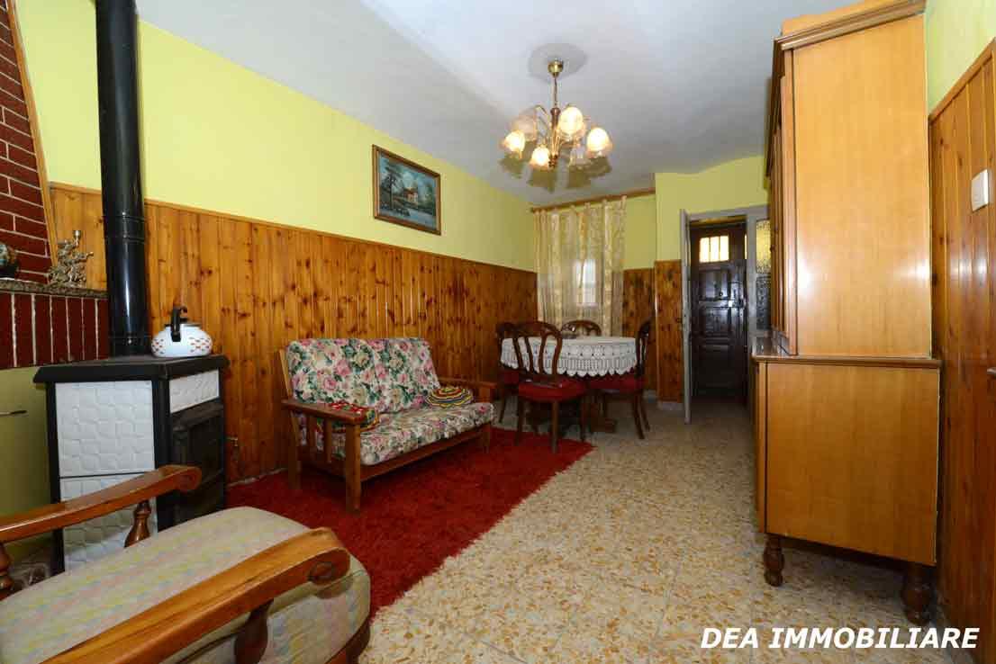 casa-indipendente-via-moretti-soggiorno-con-camino