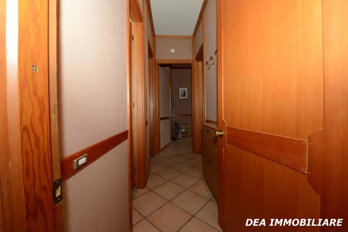 residence-velino-appartamento-corridoio