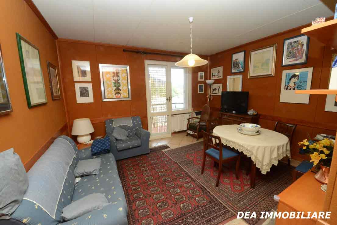 residence-velino-appartamento-soggiorno-con-balcone