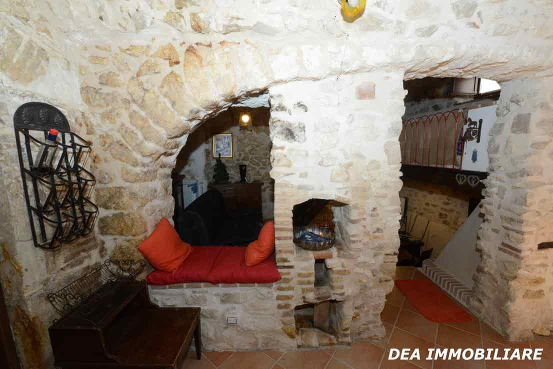 santa-iona-casa-indipendente-muro-in-pietra