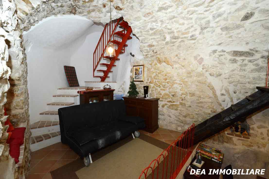 santa-iona-casa-indipendente-soggiorno-divano
