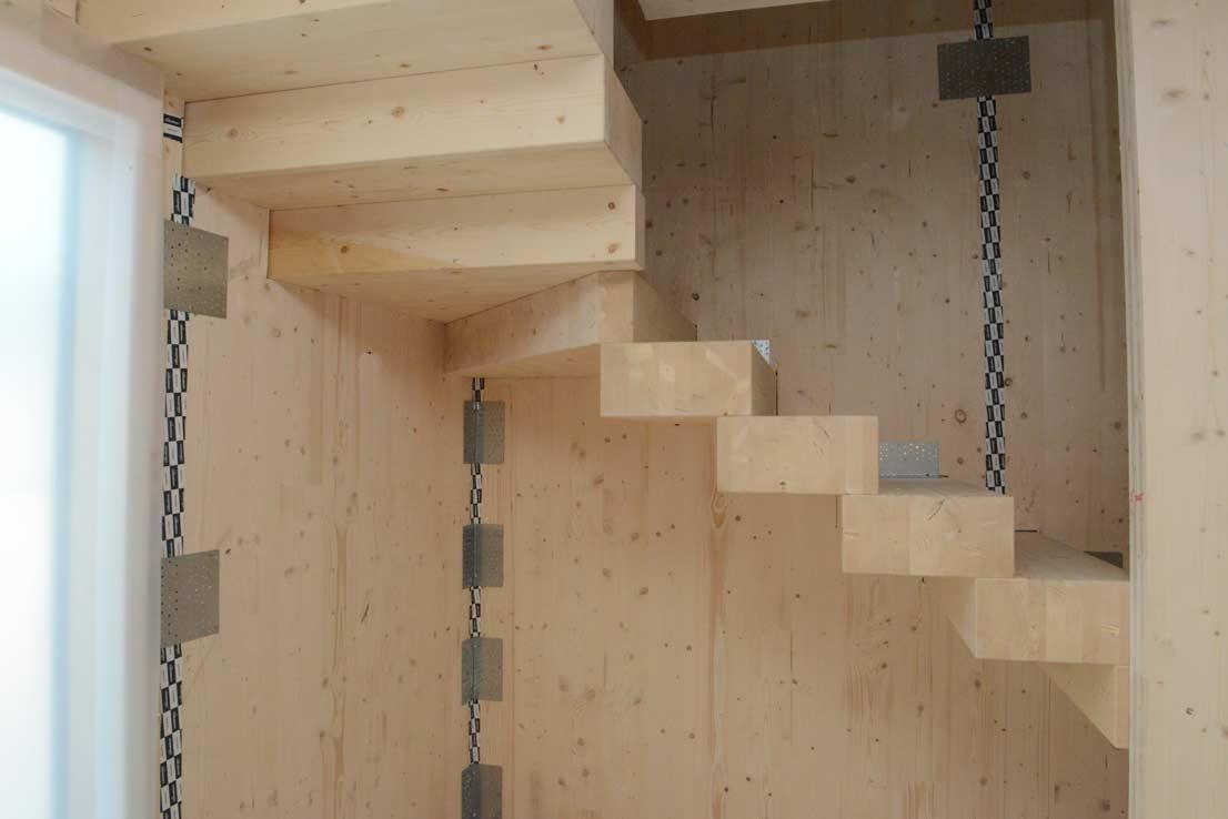 via-faelli-casa-legno-xlam-scala-in-legno-lamellare-al-piano-primo